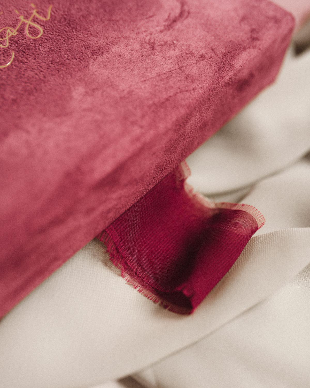 ewelina zieba pudelko na zdjecia malinowy roz z napisem nasza historia 02