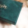 ewelina zieba pudelko na zdjecia turkusowe ze zlotym napisem milosc 06