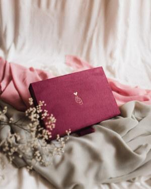 ewelina zieba pudelko na zdjecia malinowy roz ze zlota grafika 03