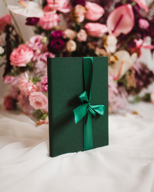 ewelina zieba teczka na zdjecia w kolorze butelkowej zieleni 01